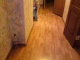 Ребенок бежит в ванну...